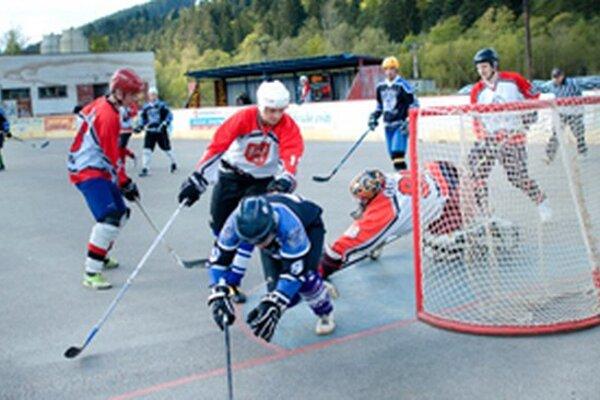 Kysucká hokejbalová liga je pred bránami play off.
