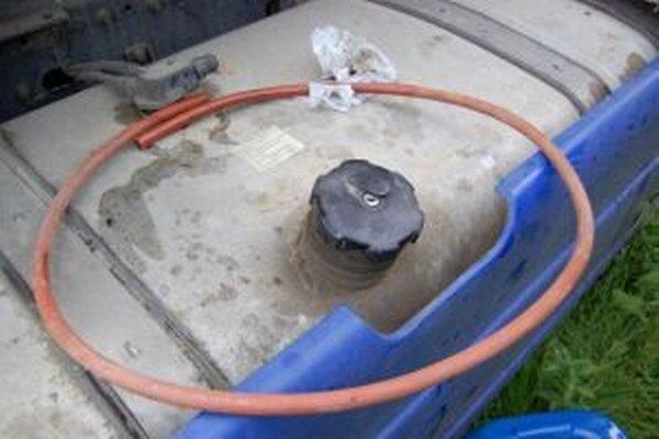 Mladík ukradol najmenej 100 litrov motorovej nafty.