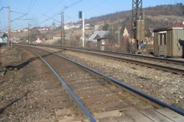 Obyvatelia Horelice by uvítali, keby trať vedúcu zastavanou častou železnice zrušili.