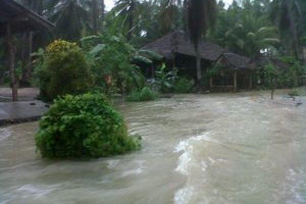 Vlani bolo na ostrove sucho, tento rok prišli obrovské záplavy.