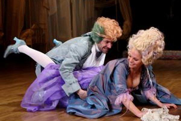 Ondrej Kovaľ ako W. A. Mozart a Milena Minichová ako Constance Weberová.