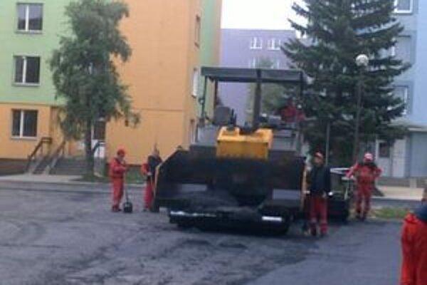 V Turzovke pracujú na úprave ciest.