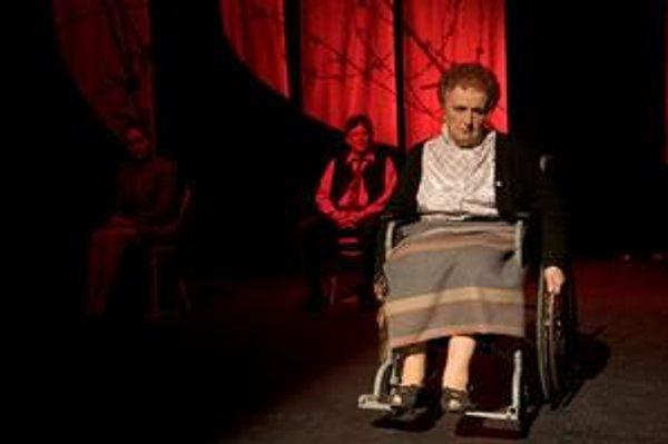 Eva Rysová v hlavnej úlohe predstavenia Horúce leto v naštudovaní Torontského slovenského divadla.