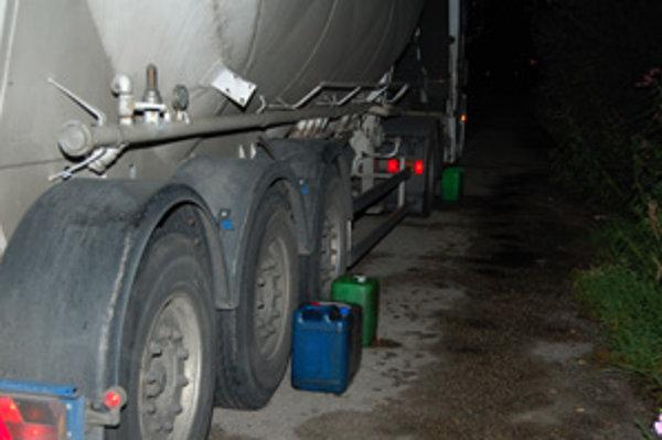 Polícia Litovčana pri krádeži nafty prichytila.
