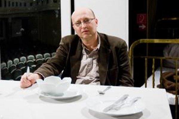 Roman Polák (1957) divadelný režisér. Pôsobil v slovenských i českých divadlách, aj na postoch šéfov. Jeho inscenácia Dotyky a spojenia z martinského divadla získala na festivale v Edinburghu The Guardian Critics 'Choice. Medzi jeho posledné produkcie pat