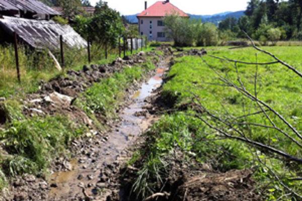 Obec pristúpila k úprave Gajdicovského potoka, ktorý v čase prívalových dažďov robí škodu v okolitých domoch.