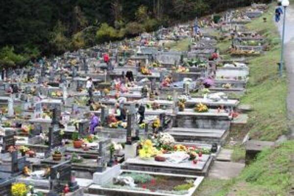 Za viaceré hroby nemá kto zaplatiť nájom.