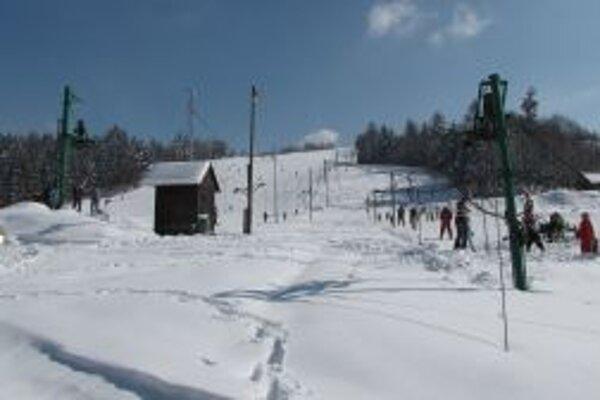 Nad  ďalším fungovaním zimného strediska v Skalitom stále visí otáznik.