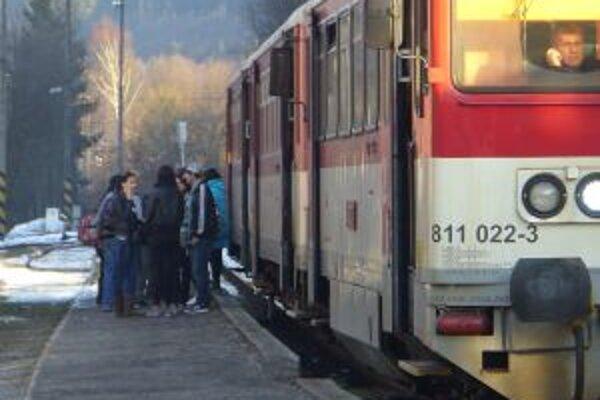 Niektoré vlakové spoje počas víkendov nahradia autobusy.