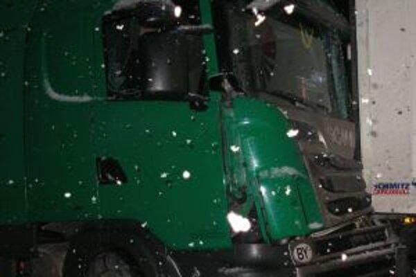 Pri dopravnej nehode v pondelok 16. januára na ceste v Povine vznikla na vozidlách škoda za takmer 80-tisíc eur.
