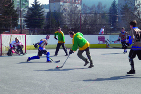 Piate kolo juniorskej hokejbalovej ligy.