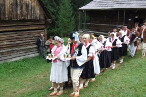 V skanzene si dnes  pripomenú svadobné zvyky a obyčaje predkov.