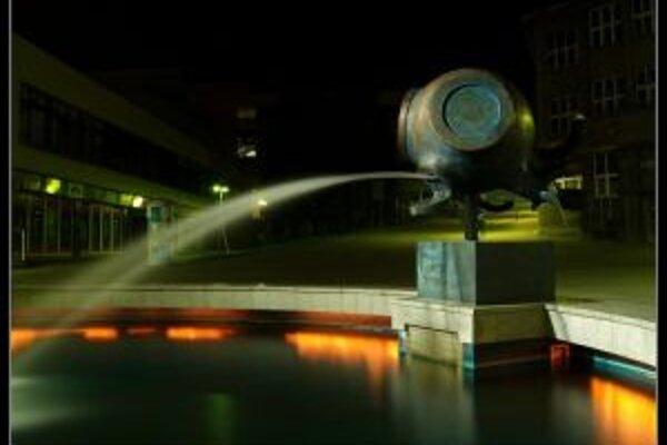 Čadčiansku fontánu majú výtržníci v obľube.