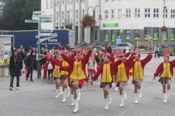 Podujatie otvorili sprievodom ulicami Čadce.