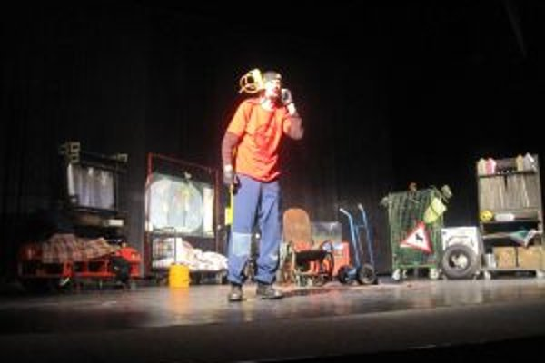 Predstavenie v podaní hercov z Martina si pozreli stovky školákov.