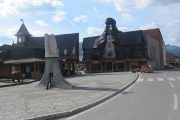 Počas trojročnej existencie kysuckého orloja ho navštívilo viac ako 166 670 návštevníkov.