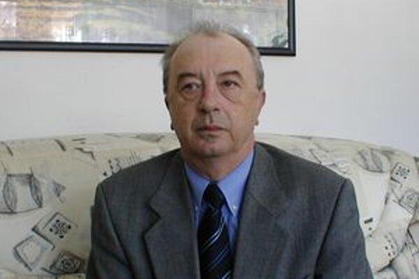 Regionálny hygienik Jozef Pokorný situáciu monitoruje.