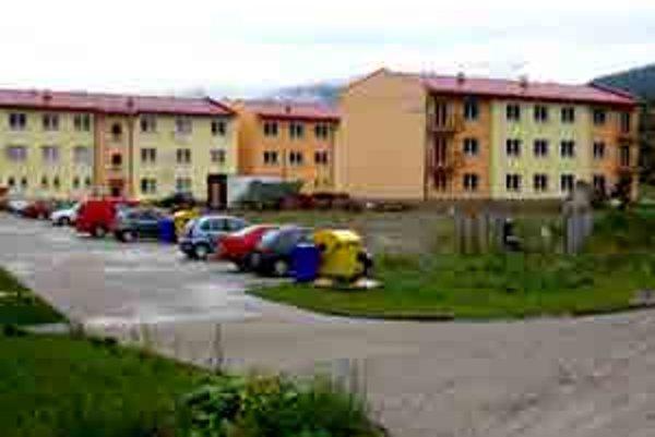 K pôvodným piatim bytovým domom pribudli ďalšie tri.