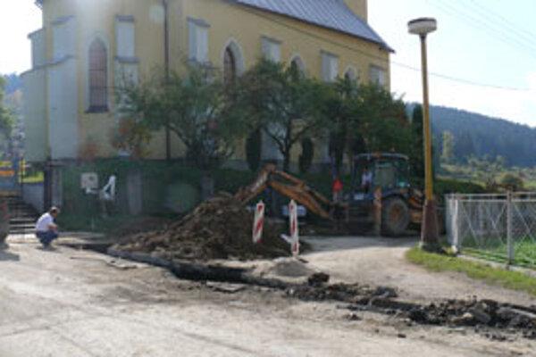 V obci dokončujú posledné prípojky.