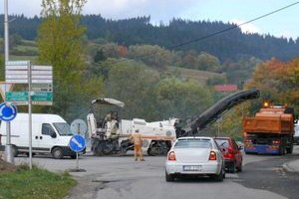S výstavou prvej z kruhových križovatiek začali v Turzovke už v septembri.