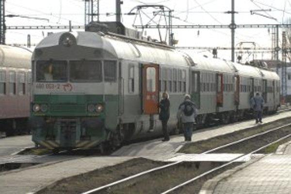 V Čechách sa prepadol tunel. Vlaky jazdia na Slovensko len po Čadcu.