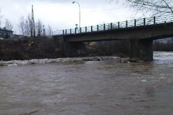 Najviac vody je v rieky Kysuca pri povodniach, alebo keď sa topí sneh. V lete v nej určite nie je toľko pre lode.