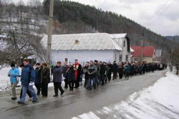 V Ochodnici sa koná Krížová cesta v uliciach obce. Tradícia vznikla pred siedmimi rokmi .