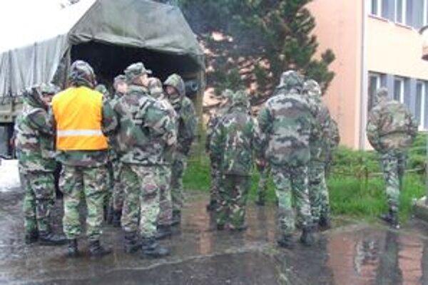 Na pomoc prišli aj príslušníci vojenského útvaru z Martina.