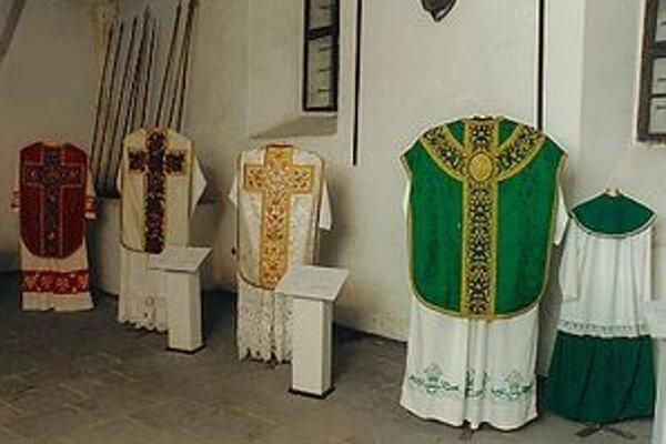 VýstavaV kaštieli si budú môcť návštevníci pozrieť odevy používané počas liturgických obradov.