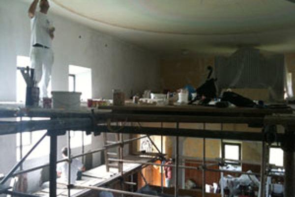 Nový interiér. Ukončenie prác naplánovali v obci koncom augusta.