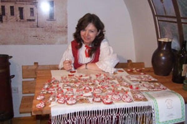 Pernikárka Júlia Masnicová.