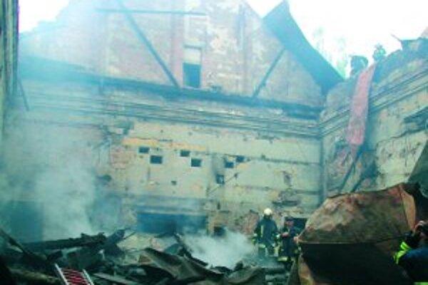 Požiar zničil kultúrnu ustanovizeň Čadčanov. Zostalo len torzo.