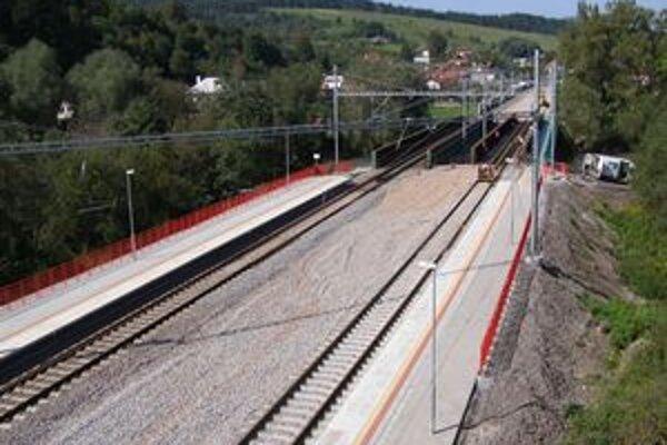 Hlavné práce na rekonštrukcii trate Kysucké Nové Mesto – Žilina sa blížia k záveru.