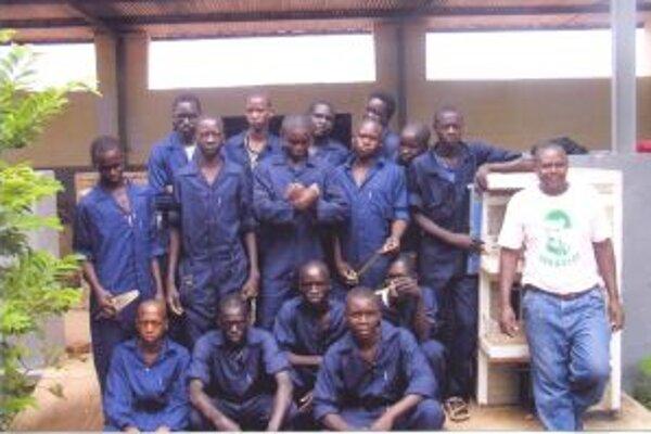 Budúcich stavbárov podporujú žiaci Strednej odbornej školy obchodu a služieb v Čadci.