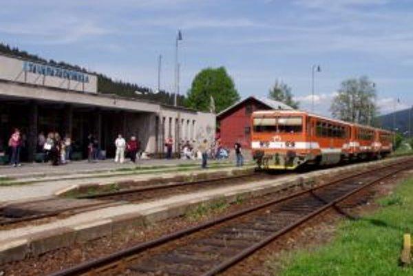 Železnice chcú časť pozemkov v katastri Turzovky odpredať ako prebytočný majetok.