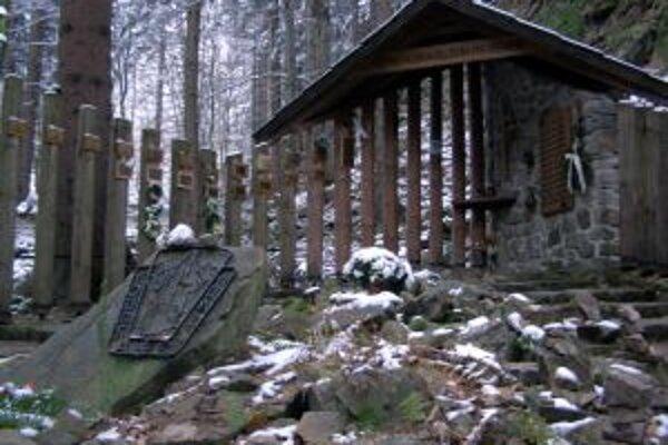 Symbolický cintorín vo Vrátnej je tretím na Slovensku.