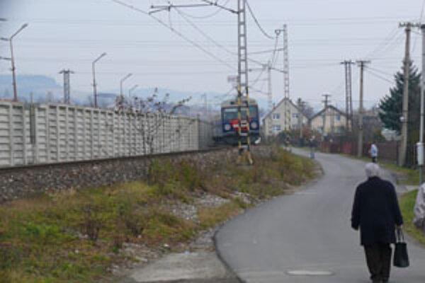 """Mnohí túto protihlukovú bariéru  nazvali """"berlínskym múrom""""."""