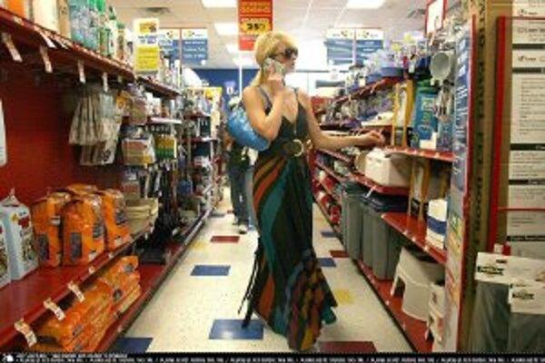 Chorobné nakupovanie postihuje najviac ženy v strednom veku.