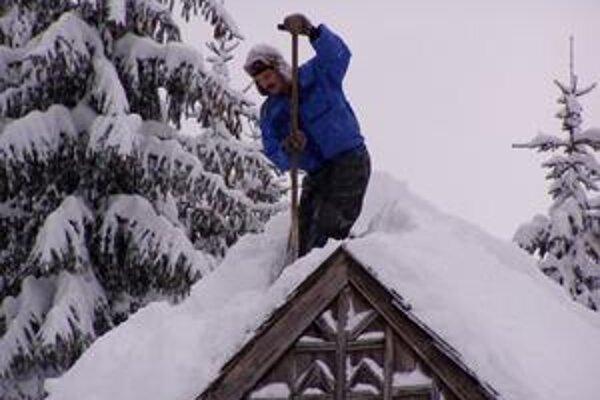 V skanzene vo Vychylovke je počas zimy najviac práce s odpratávaním snehu.