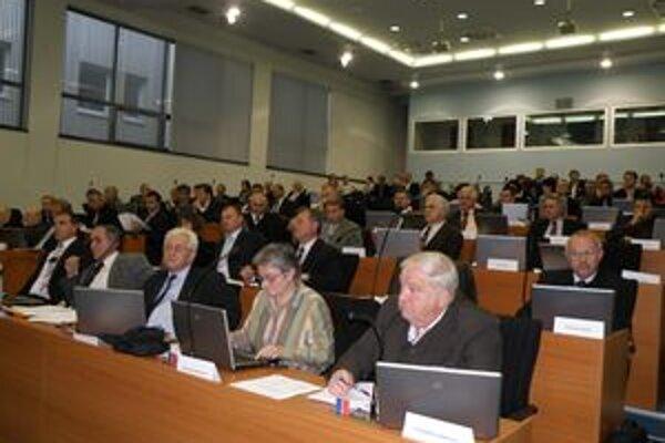 Zastupiteľstvo ŽSK hlasmi poslancov KDH a SDKÚ schválilo rozpočet, ktorý Juraj Blanár nepodpísal.