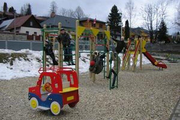 V Starej Bystrici pribudlo takéto krásne detské ihrisko.