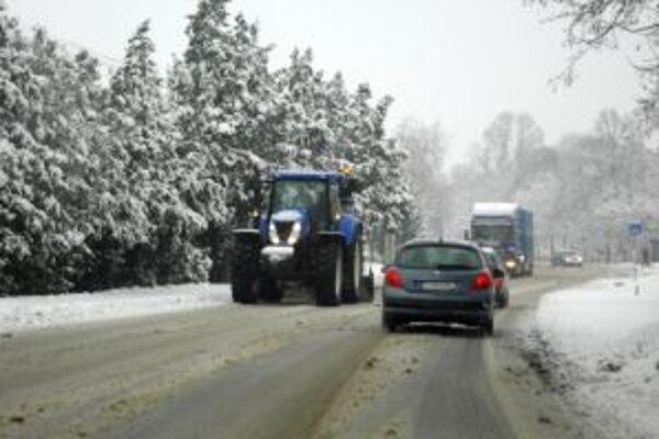 Sneženie dnes ustalo aj na Kysuciach.