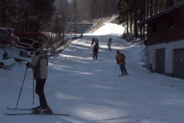V lyžiarskom stredisku Snow Paradise Oščadnica - Veľká Rača sú stále dobré snehové podmienky.