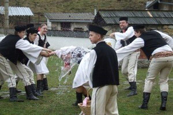 Zahraniční hostia si mohli pozrieť, ako vyzerali veľkonočné zvyky na Kysuciach.