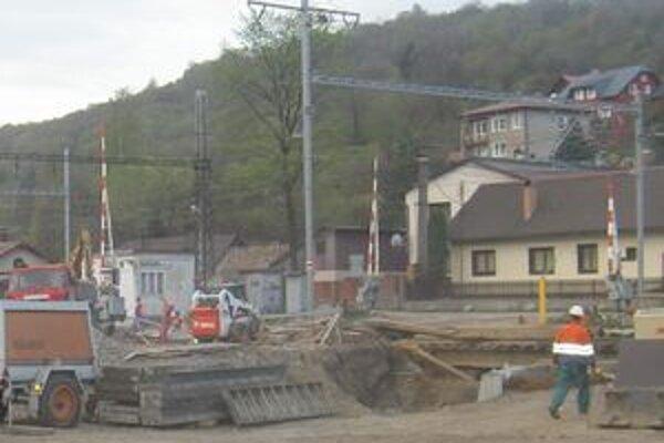 V rámci stavby sa celkovo modernizuje železničná infraštruktúra.