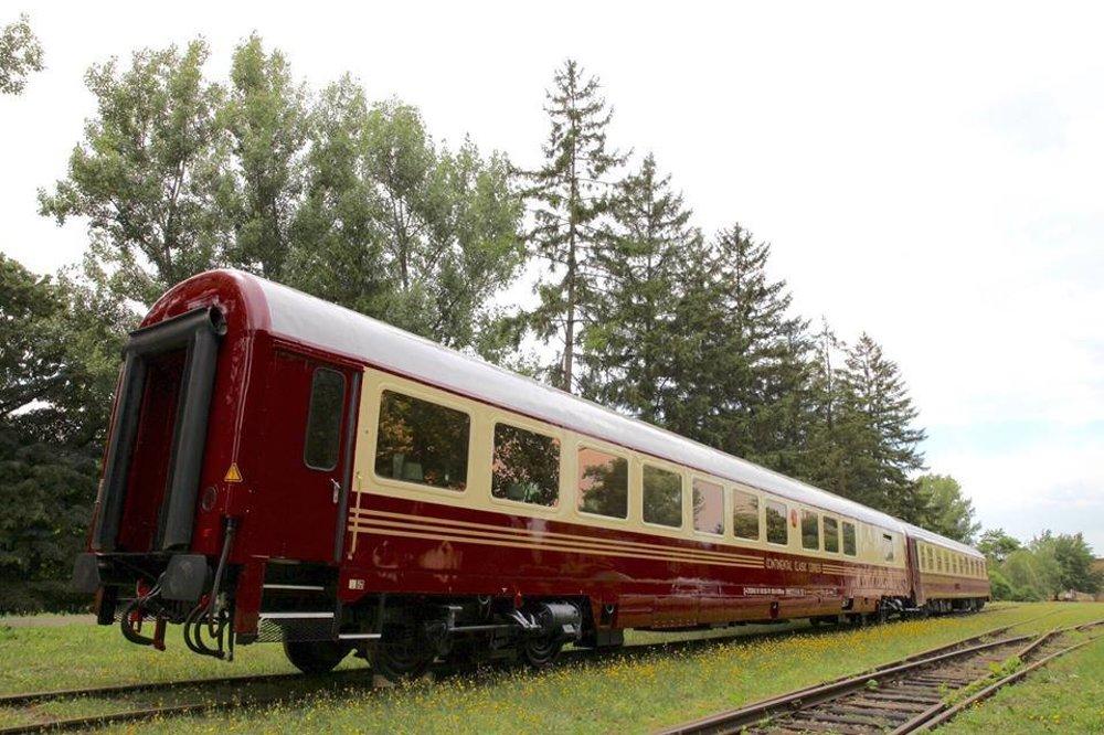 Návštevníci sa budú môcť poprechádzať aj v luxusných salónnych vozňoch.