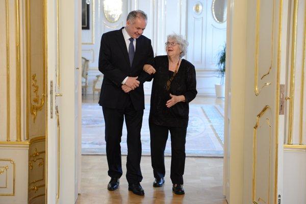 Prezident SR Andrej Kiska a bývalá partizánka a členka skupiny Čapajev Anna Bergerová.