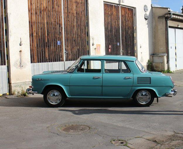 V septembri roku 1964 mala Škoda 1000 MB medzinárodnú premiéru na strojárskom veľtrhu v Brne. O niekoľko týždňov neskôr sa oficiálne predstavila svetu na parížskom autosalóne.