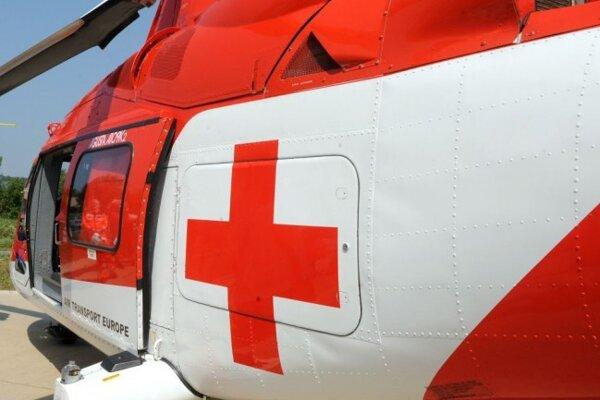 Leteckí záchranári pomáhali 18-ročnému dievčaťu.