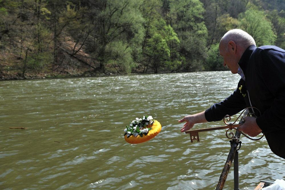 Pavol Albrecht z Prvej pltníckej a raftingovej spoločnosti Strečno počas slávnostného